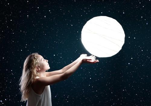 Rimi Bērniem eksperts iesaka: kā praktiski izzināt Saules sistēmu, izveidojot planētu modeli