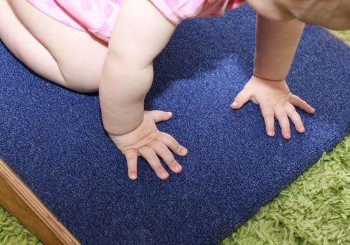 Hēla: vecāku uzdevums radīt piemērotu vidi dabiskai bērna attīstībai