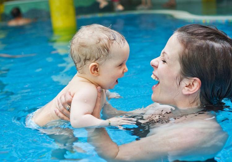 Nodarbības baseinā ne tikai norūdīs, bet arī attīstīs tavu mazuli