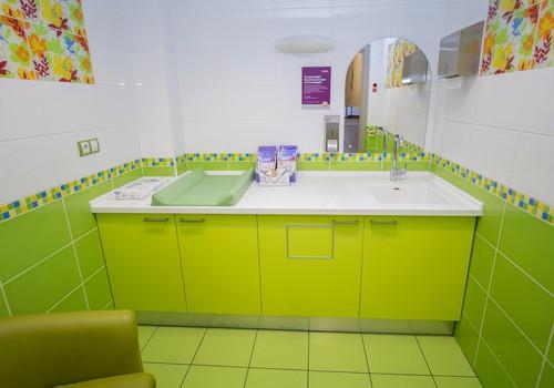 Turpmāk tirdzniecības centra Alfa māmiņtelpā higiēnas preces mazuļiem būs pieejamas bez maksas