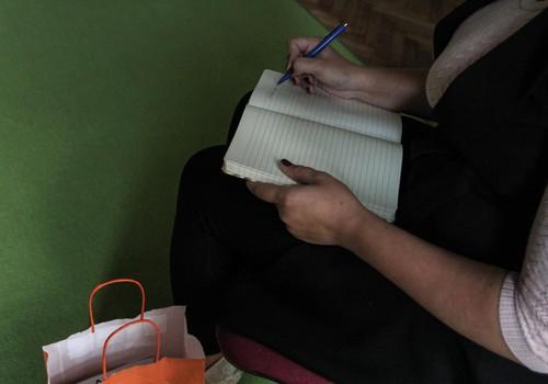 Klaudijas Hēlas apmācību cikls, kas būtu jāapmeklē ikvienam vecākam, auklītei un vecvecākiem