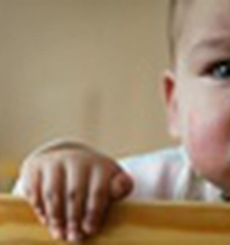 Pētījums: 63% Latvijas iedzīvotāju nevēlas uzņemt savā ģimenē bez vecāku gādības palikušus bērnus