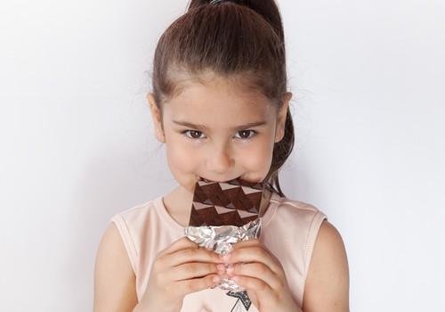Vai ļaut bērnam mieloties ar šokolādi?