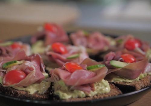 Garšu ceļvedis: Brokastu maizītes ar Parmas šķiņķi un lasi