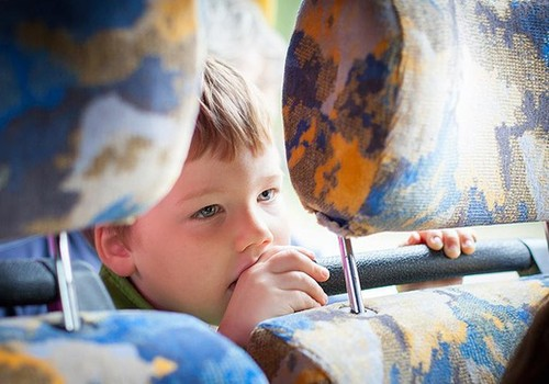 Aptauja: Kā ģimenes budžetu ietekmē biļešu cenas Rīgas transportā?