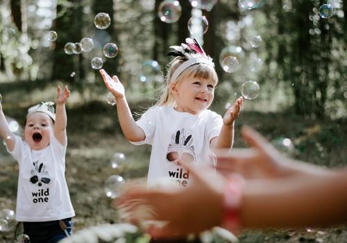 5 bērnu ballīšu tendences skaistiem un neaizmirstamiem svētkiem
