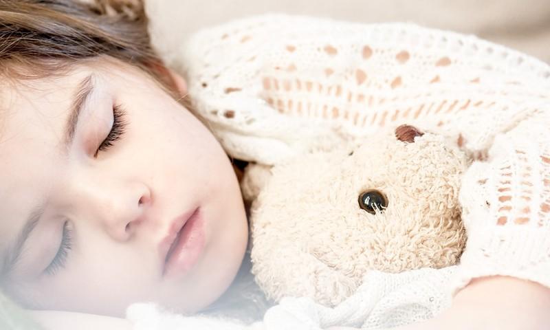 Laiks doties gulēt! Kā palīdzēt bērnam pirms miega nomierināties?
