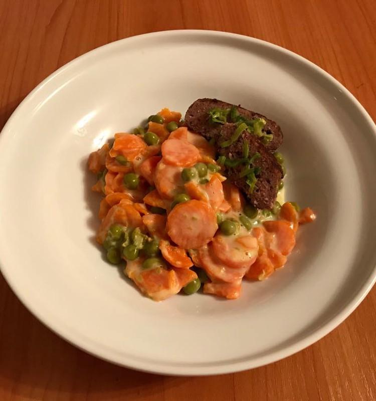 Burkānu - Zirnīšu sautējums ar liellopu gaļas kotletēm