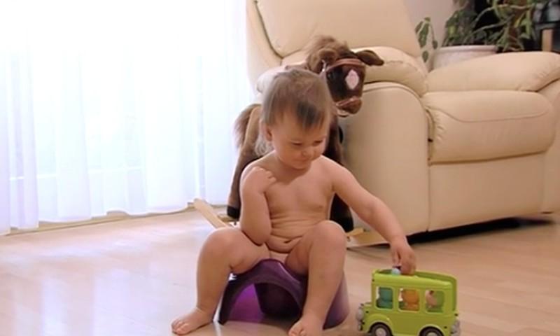 Pirmie signāli – tavs bērns ir gatavs podiņmācībai