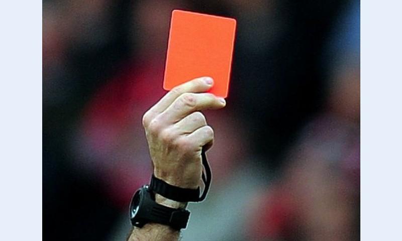 Disciplīnai klasēs ievieš futbola sarkanās kartītes