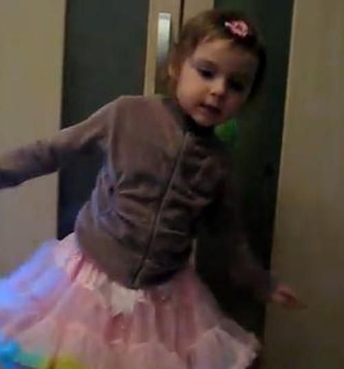 VIDEO: Estere gatavojas Ziemassvētkiem!