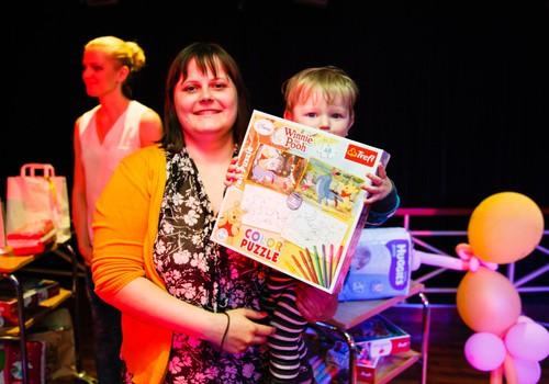 FOTO: Māmiņdienas kruīzā mūs priecēja balvas no XS rotaļlietu veikala