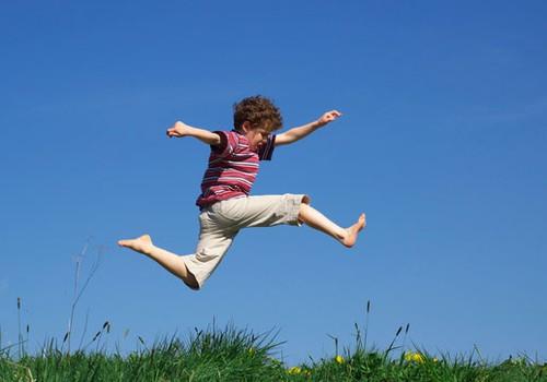 Sporta ārste: bērnus nedrīkst spiest sportot
