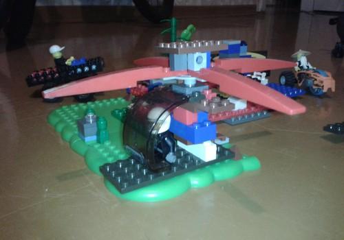 Nedēļas darbs padarīts-Lego pilsēta ar apsargiem gatava!