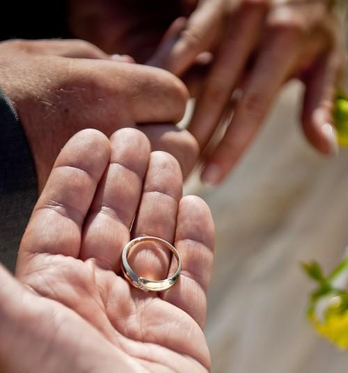 Nereģistrētas laulības ir kā pusatvērtas durvis