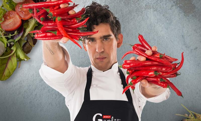 Rimi Gardēdis Mārtiņš Sirmais darba dienu vakaros gatavos maltīti Facebook tiešraidē