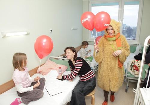 Bērnu slimnīca saņem dāvinājumā 580 akūti trūkstošos termometrus