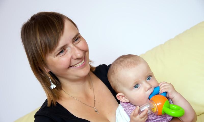 Vai atradināšana no krūts ir godīga pret meitu?