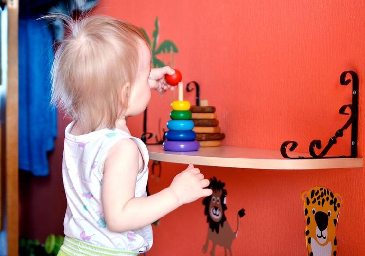 7 rotaļlietas, kurām jābūt tava mazuļa rotaļlietu plauktā
