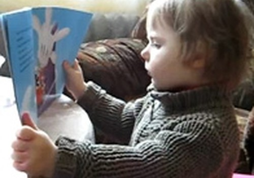 VIDEO:Estere lasa grāmatu