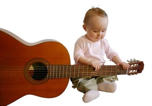 """Pirmais cikla """"Simfoniskie koncerti bērniem ar vecākiem"""" pasākums un ģitāru demonstrācija 3. oktobrī"""