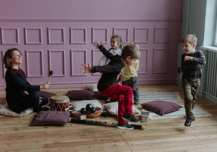 Muzikālās attīstības nodarbības bērniem 1,5 – 3 gadu vecumā tagad arī Māmiņu Klubā!