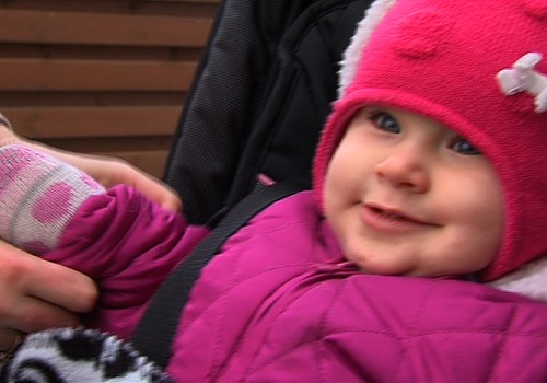 """Māmiņu """"niķis""""- bēbīšu tuntulēšana: VIDEO ieteikumi jaunajiem vecākiem"""