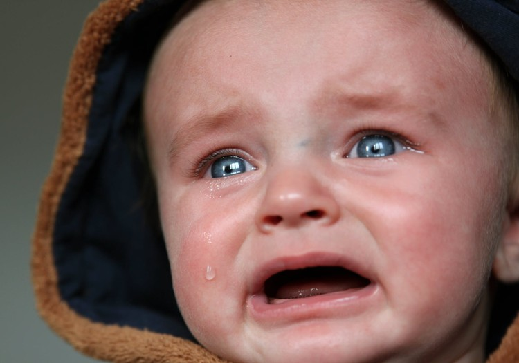 9 frāzes, ar kurām atbalstīt bērniņu, kurš raud