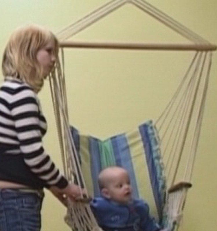 Ērgļu arodsskolā atklāta bērnuistabu mammām