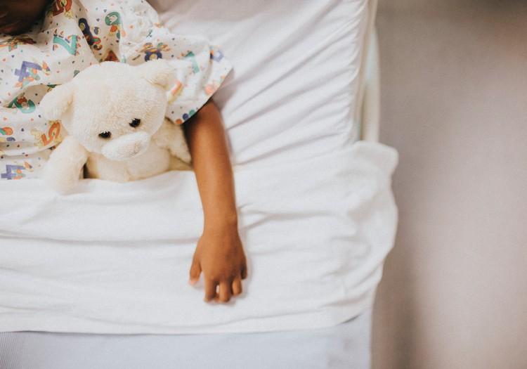 4gadniece pēkšņi čurā biksēs/gultā