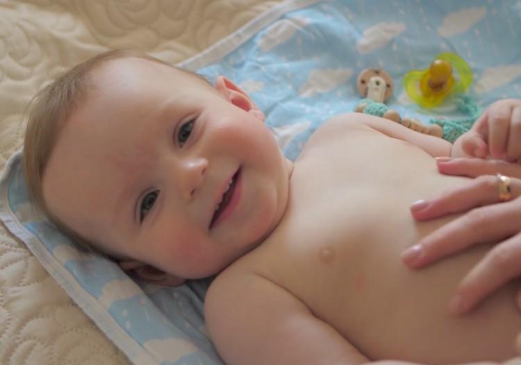 Kā rīkoties, lai mazulim neveidotos autiņbiksīšu dermatīts