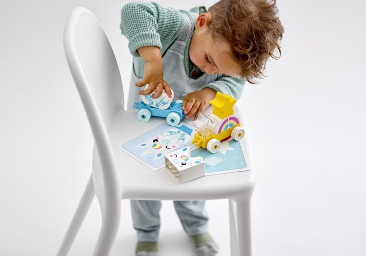 Kā rotaļāties ar bērnu, lai veicinātu viņa visaptverošu attīstību?