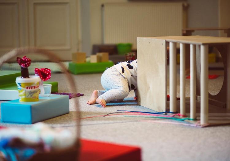 Kā rotaļājas mazulis no dzimšanas līdz 1 gadam. Fizioterapeites Klaudijas Hēlas lekcija ONLINE
