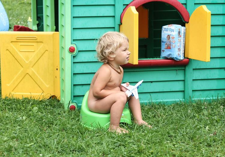 12 ieteikumi zēnu mammām, apgūstot podiņmācību