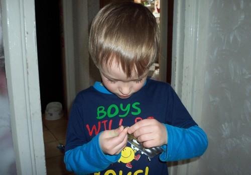 Adrians nogaršoja Mollers zivtiņas.