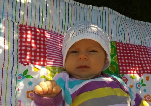 Guļot ēnā: deviņi veidi, kā izklaidēt mazulīti