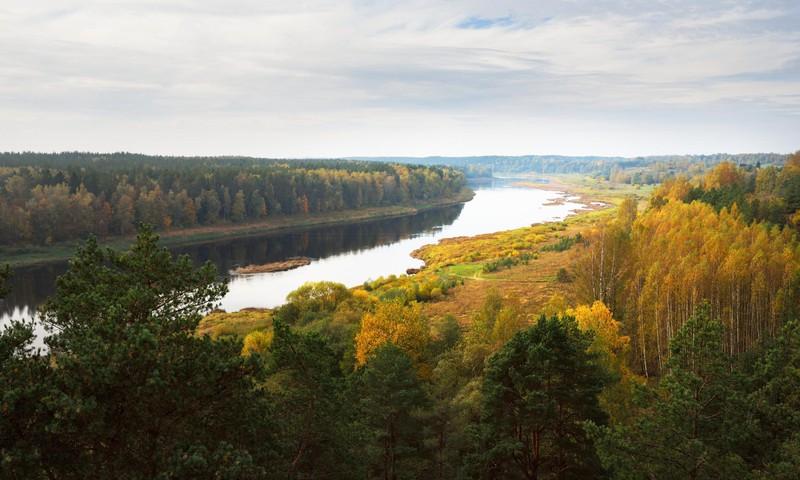 10 brīnišķīgas vietas rudens pastaigām pie Latvijas upēm