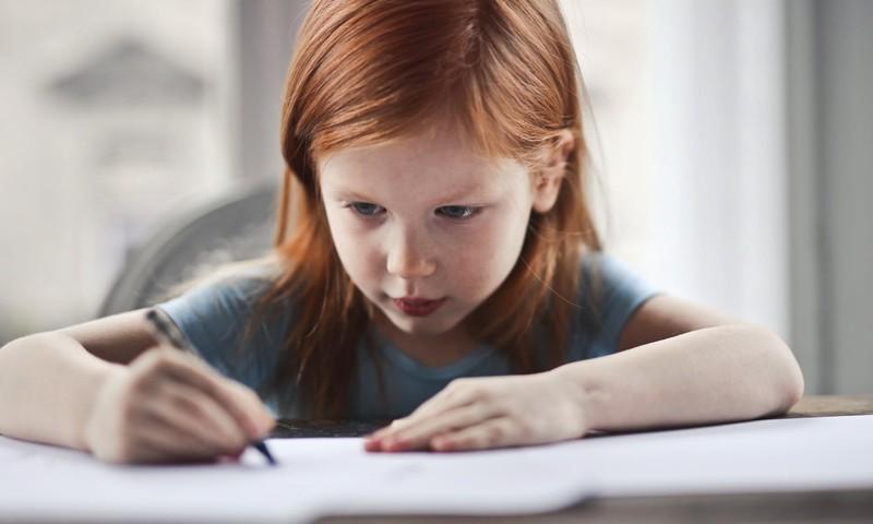 Kā uzlabot bērna rokrakstu? 10 ieteikumi
