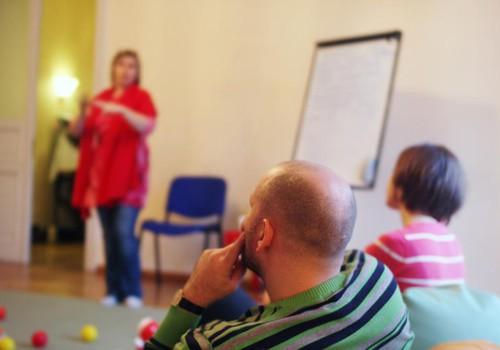 Topošās un jaunās māmiņas IESAKA Māmiņu Kluba dzemdību sagatavošanas kursus