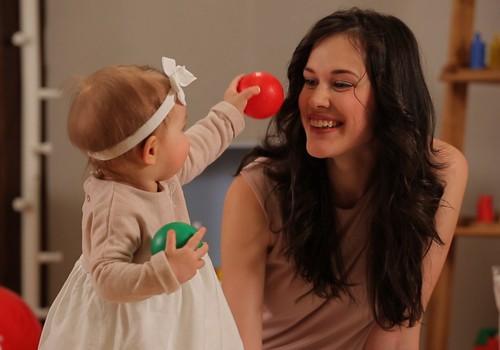 """Skaties VIDEO """"Huggies Rotaļzemes"""" sērijā """"Spēles ar bumbām"""""""