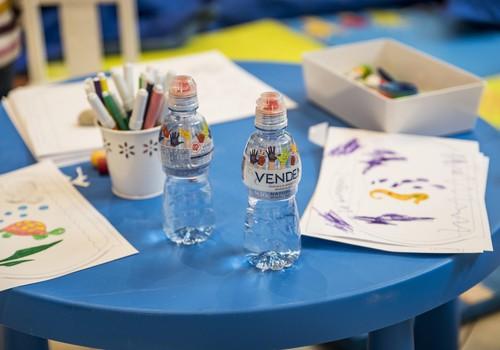"""Kas ir """"bērnu ūdens"""" un kāda veida ūdens ir labāk piemērots bērnam"""