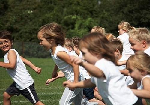 Bērniem sporta stundās pārāk liela slodze!