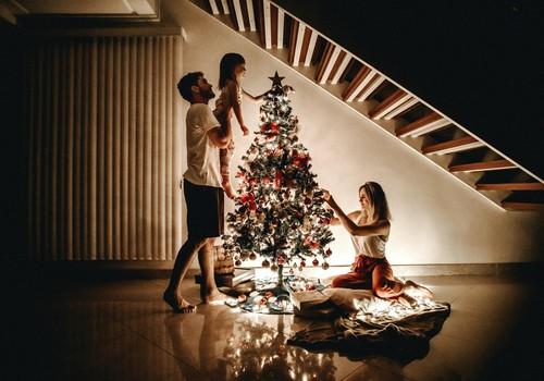 10 idejas sirsnīgiem svētkiem šaurā ģimenes lokā
