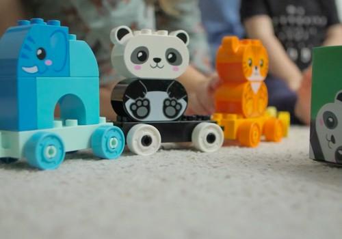 Bērns ar rotaļāšanās palīdzību iepazīst pasauli