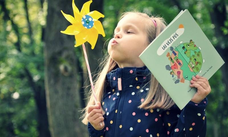 Bērniem latviešu valodā pieejama bilžu grāmata par vēja enerģiju
