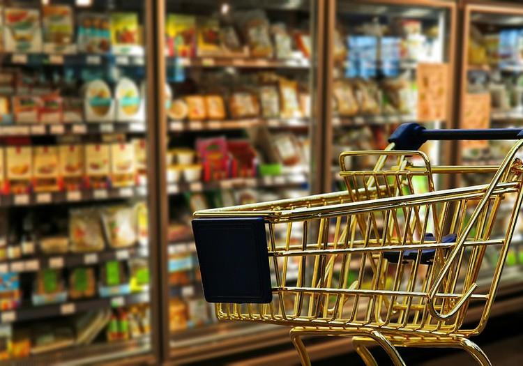 Rīgas skolēniem no maznodrošinātām un trūcīgam ģimenēm nodrošinās kartes pārtikas iegādei