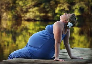 6 ieteikumi, kā topošajai māmiņai vieglāk pārvarēt vasaras karstumu