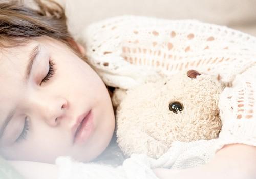 Vai pastāv saistība starp nakts enurēzi un bērnudārza apmeklēšanu?