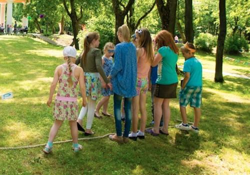 Nodarbes ar bērniem dārzā