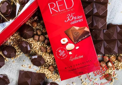 Izlozēts laimīgais, kurš mielosies ar RED šokolādi